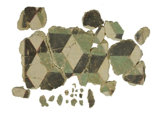 porzione ricomposta raffigurante la decorazione geometrica a cubi prospettici